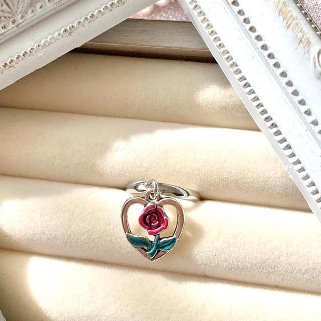 アンティーク調 レトロガーリー ハートと薔薇チャーム シルバー 指輪 リング ハンドメイドのアクセサリー(リング)の商品写真