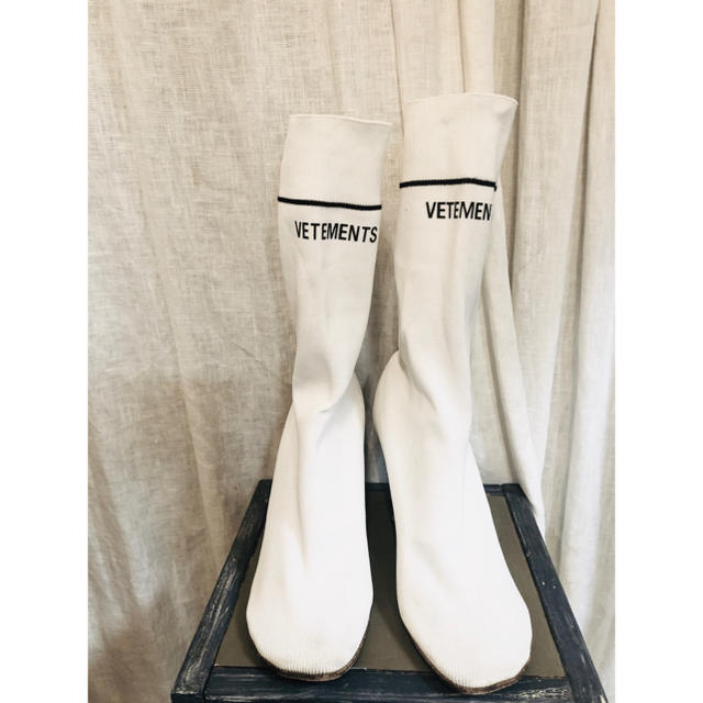 Balenciaga(バレンシアガ)のvetements ソックスブーツ 白 ブーティ ライターヒール ヴェトモン レディースの靴/シューズ(ブーツ)の商品写真