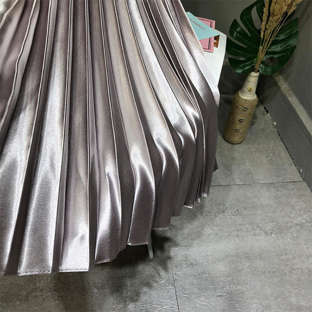 TOMORROWLAND(トゥモローランド)のウエストゴムプリーツスカート メタリックグレー インポート レディースのスカート(ひざ丈スカート)の商品写真