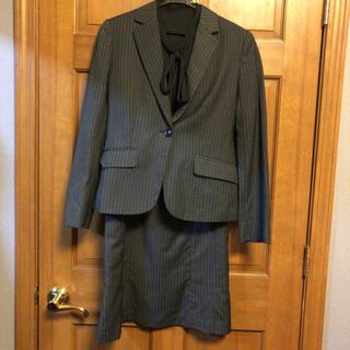 ベルメゾン - 美品♪クリーニング済み♪プレゼント付き♪グレーのスカートスーツ