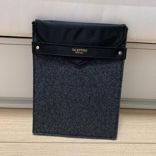 ヴァレンティノ(VALENTINO)のVALENTINO ヴァレンティノ iPadケース クラッチバッグ(クラッチバッグ)