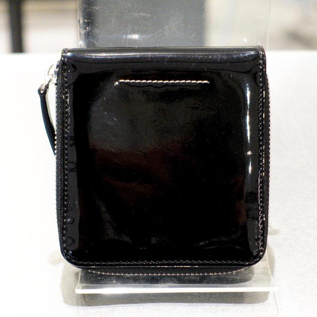 MM6(エムエムシックス)のMM6 メゾンマルジェラ 財布 メンズ 男女兼用 パテント エナメル ラウンド レディースのファッション小物(財布)の商品写真