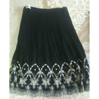 L'EST ROSE - lest roseの黒い薔薇柄のスカート