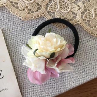 ホワイトバラとピンク、ホワイト紫陽花のヘアゴム(ヘアアクセサリー)