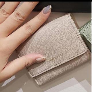 スリーコインズ(3COINS)の即購入可能新品折り財布ミニ財布ピンクベージュ高見え(財布)