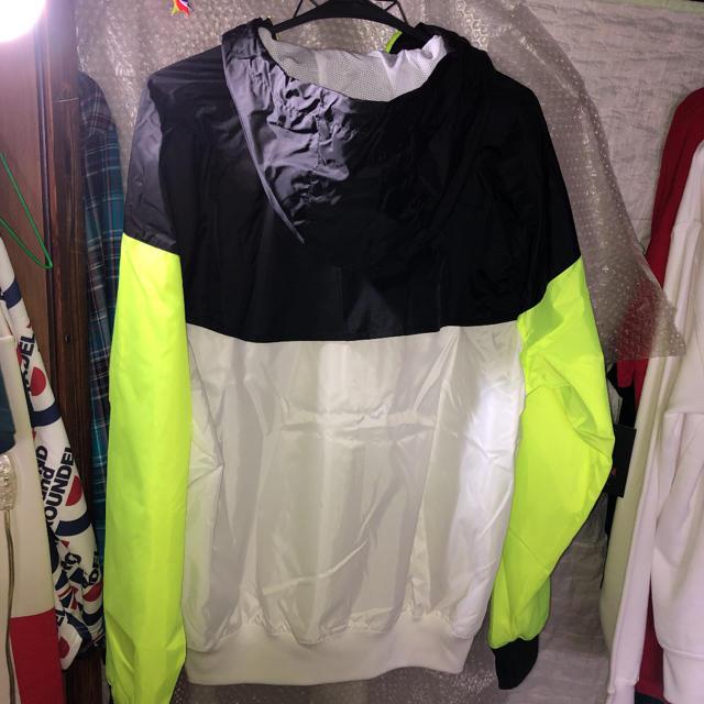 NIKE(ナイキ)の原価より2500円引き‼️超人気防風防水NIKE  蛍光イエローナイロンジャッケ メンズのジャケット/アウター(ナイロンジャケット)の商品写真