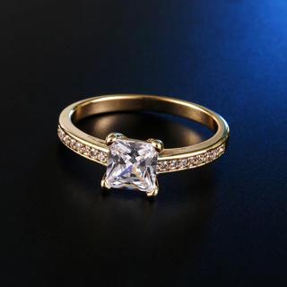 【newデザイン】輝くプリンセス モアサナイト ダイヤモンド リング K18(リング(指輪))