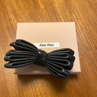 ミュウミュウ(miumiu)のmiu miu ミュウミュウ プラダ レザーバレッタ レア 新品未使用(バレッタ/ヘアクリップ)