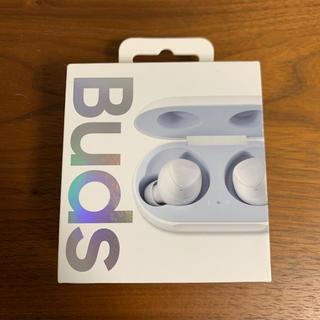 サムスン(SAMSUNG)の【極美品】Galaxy buds SM-R170 SILVER(ヘッドフォン/イヤフォン)
