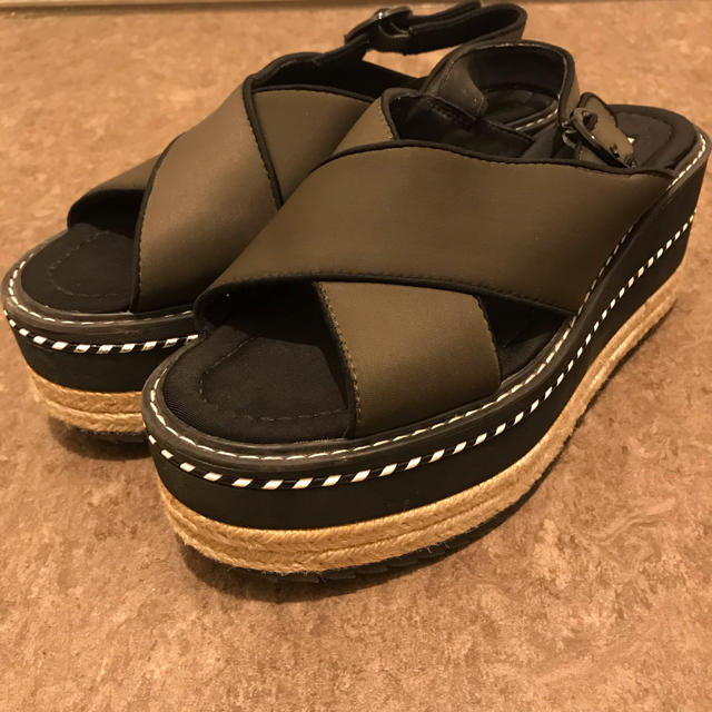 ZARA(ザラ)のZARA テクニカル生地ウェッジサンダル レディースの靴/シューズ(サンダル)の商品写真