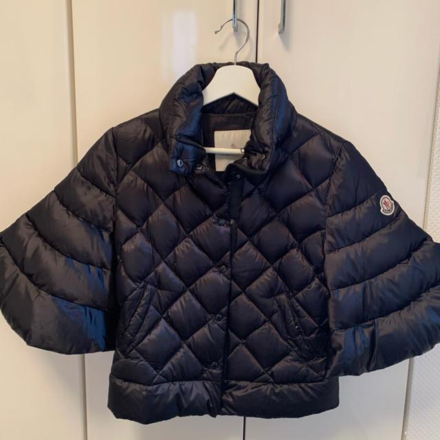 MONCLER(モンクレール)の朴様専用、モンクレール🤍薄手、ダウンポンチョ サイズS🖤MONCLER レディースのジャケット/アウター(ダウンコート)の商品写真