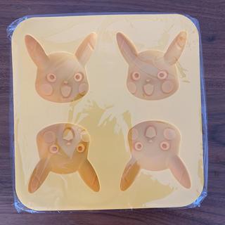ポケモン(ポケモン)の《新品》ピカチュウシリコン型(調理道具/製菓道具)