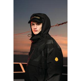 MONCLER - モンクレ オフホワイト Black swan