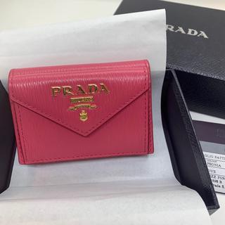 PRADA - 【新品】PRADA プラダ 三つ折り財布 折り財布 ピンク ミニ財布