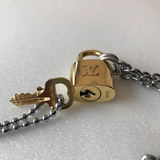 LOUIS VUITTON(ルイヴィトン)のLOUISVUITTON パドロック カデナ 南京錠 鍵有り 308 メンズのアクセサリー(ネックレス)の商品写真