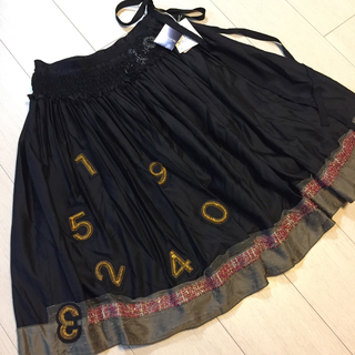Lois CRAYON - 新品タグ付き✨レアLois CRAYON ワッペン×ビーズ刺繍スカート  M
