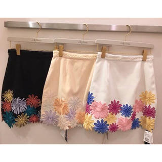 Lily Brown - 【完売品】フラワー刺繍台形スカート Lily Brown
