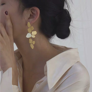 Ameri VINTAGE - 【即納】ゴールドフラワーピアス