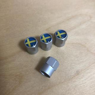 ボルボ(Volvo)の【新品・未使用】スウェーデン国旗柄 VOLVOエアバルブキャップ(車外アクセサリ)