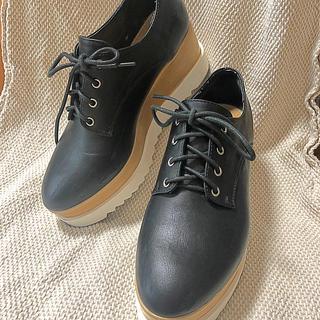 ナイスクラップ(NICE CLAUP)の厚底🖤レザー風シューズ(ローファー/革靴)
