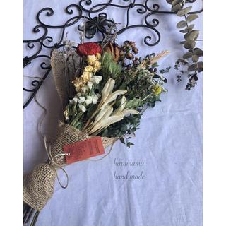 No.281 ラナンキュラスとユリの花殻のスワッグ(ドライフラワー)