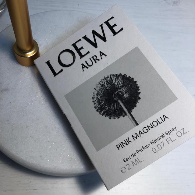 LOEWE(ロエベ)のLOEWE AURA PINK MAGNOLIA サンプル コスメ/美容の香水(香水(女性用))の商品写真
