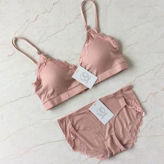 ★新品 ノンワイヤーブラセット ピンク