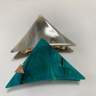 三角ヘアクリップ 緑系 小さめ