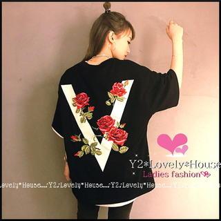 【~3L4L相当】薔薇模様VロゴTシャツ*黒