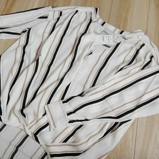 エムズエキサイト(EMSEXCITE)のVネックアソートシャツ(シャツ/ブラウス(長袖/七分))