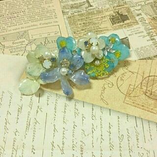 在庫処分☆ブルーのお花のヘアクリップ(バレッタ/ヘアクリップ)