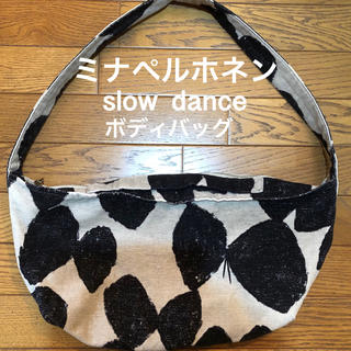 mina perhonen - ミナペルホネン  slow  dance ボディバッグ