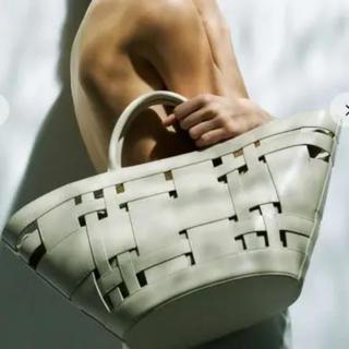 Mila Owen - 新品 ♡ ミラオーウェン  ワイドメッシュポーチ付扇型 バッグ