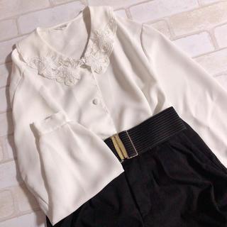 Santa Monica - スカラップ襟刺繍 お花 ガーリー くるみボタン ゆったり レトロブラウス 白