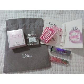 Christian Dior - 新品 ディオール ノベルティ マキシマイザー 香水 ブルーミングブーケ ポーチ