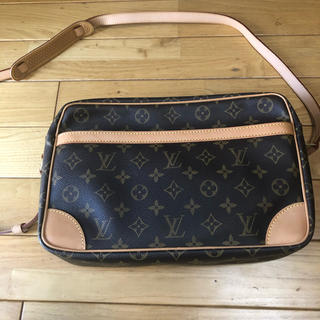 LOUIS VUITTON - LOUISVUITTON ショルダーバッグ