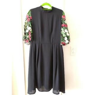 merlot - メルロープリュス 花刺繍レース袖ワンピース ブラック 黒 結婚式 フォーマル