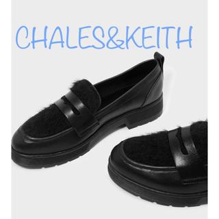 チャールズアンドキース(Charles and Keith)のCHARLES&KEITH ファーリーペニーローファー チャールズアンドキース(ローファー/革靴)