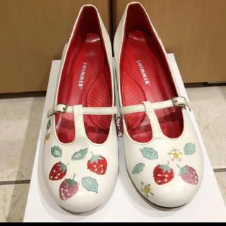 BABY,THE STARS SHINE BRIGHT - ■スイマー いちご刺繍Tストラップパンプス 白 Lサイズ 大きい靴 シューズ