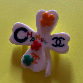 CHANEL - CHANELクローバー型ブローチ