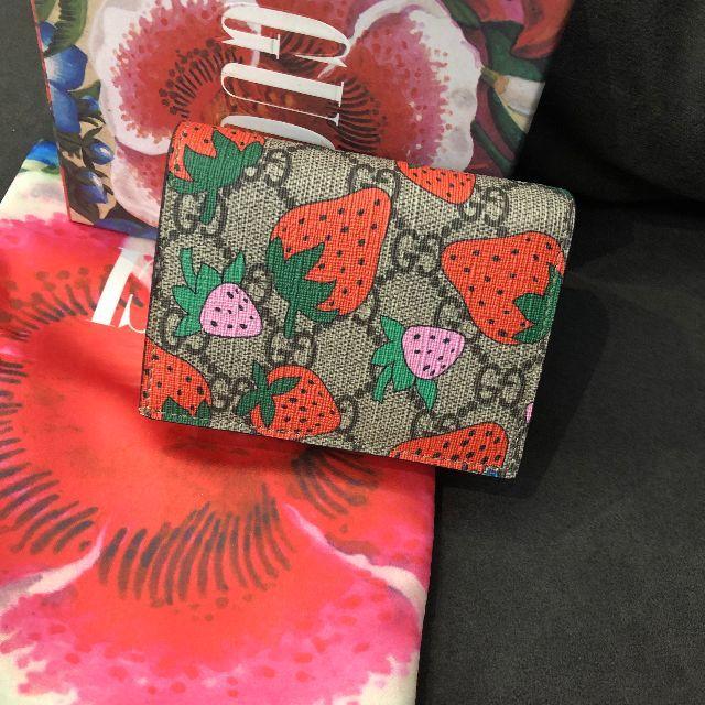 ヴィヴィアン 時計 オークション スーパー コピー / Gucci - GUCCIズゥミ 限定 レア品 ストロベリープリント 財布の通販