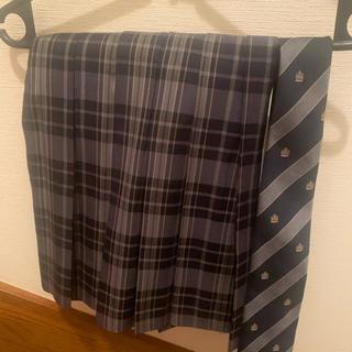 制服スカート、ネクタイ