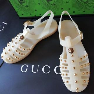 Gucci - 正規店購入 グッチ メタルキャット ラバーサンダル 新品、箱付き