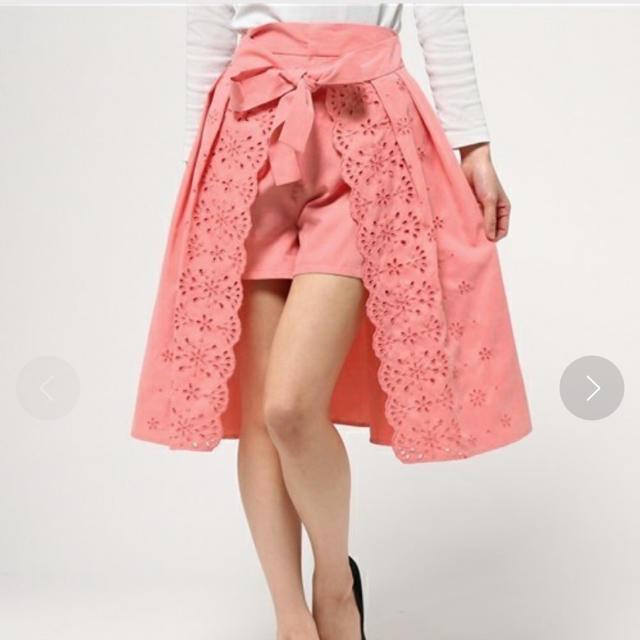 Lily Brown(リリーブラウン)のlily brown カットワーク刺繍スカートパンツ レディースのパンツ(ショートパンツ)の商品写真