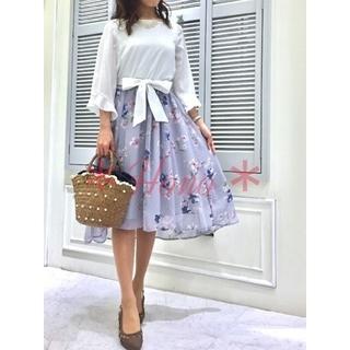 Noela - 【未着用品】Noela*オリジナルドビーフラワー柄スカート