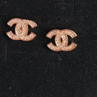 Chanel ノベルティピアス