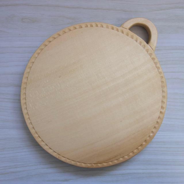 木彫りカッティングボード ハンドメイドの生活雑貨(キッチン小物)の商品写真