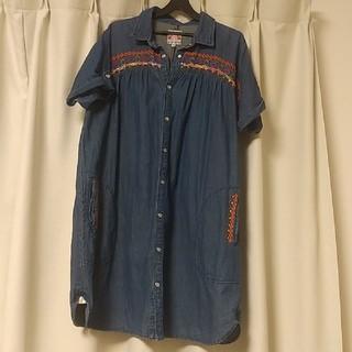 チチカカ(titicaca)のチチカカ デニムひざ丈ワンピースシャツ(ひざ丈ワンピース)