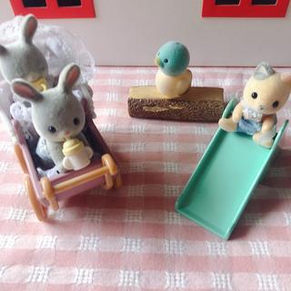 エポック(EPOCH)のシルバニアファミリー❤︎可愛いベビーちゃん達、ベビーカー滑り台(ぬいぐるみ/人形)