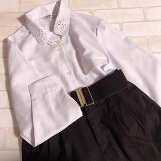 Santa Monica - 青み白シャツ パールアクセ付き レトロ 襟刺繍 ガーリー ブラウス